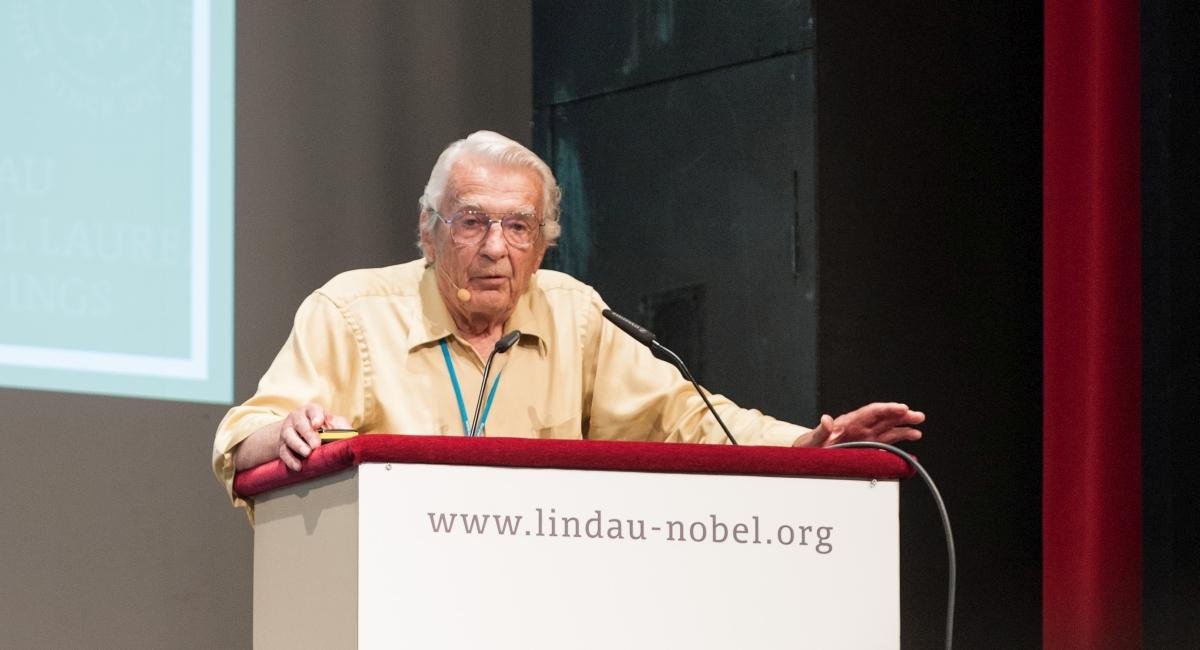(c) Adrian Schröder/Lindau Nobel Laureate Meetings
